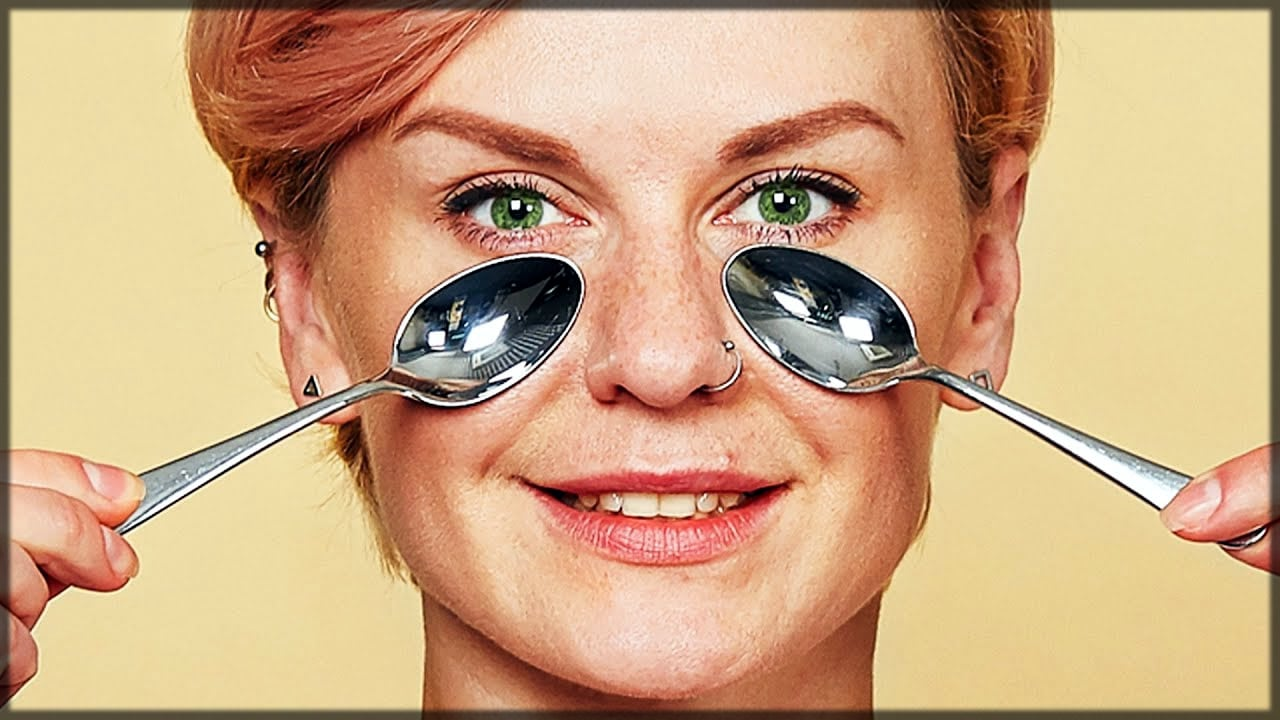 Chilled tea spoon reduces eye bags