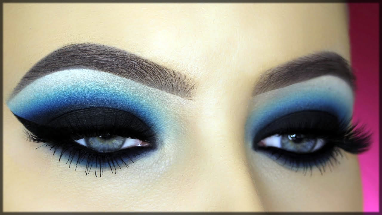 Classy blue smokey makeup for eyes