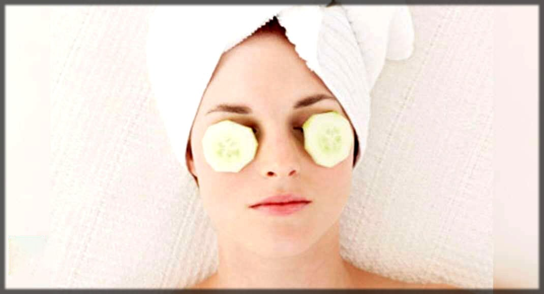 Cucumber treats eye puffiness