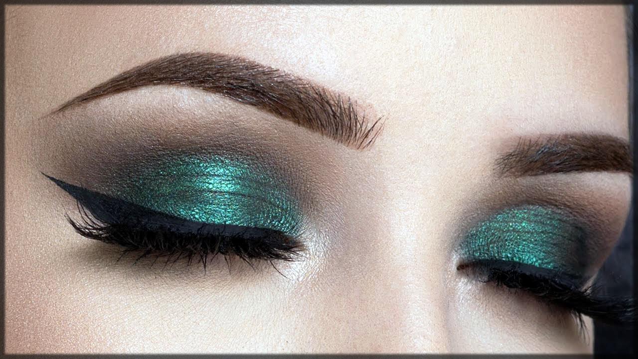 Green smokey eye make up