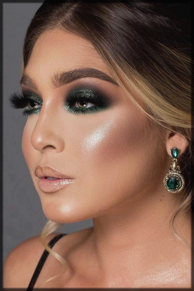 Green smokey eyes look with complete makeup