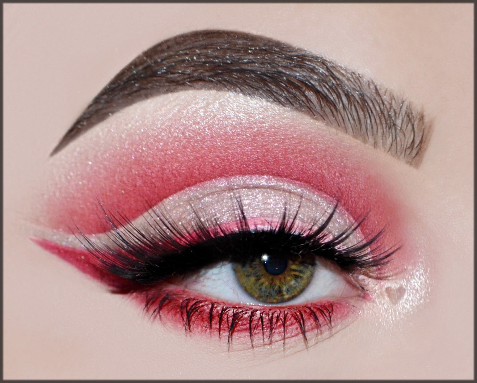 How To Do a Cut Crease Eye Makeup in pink shade