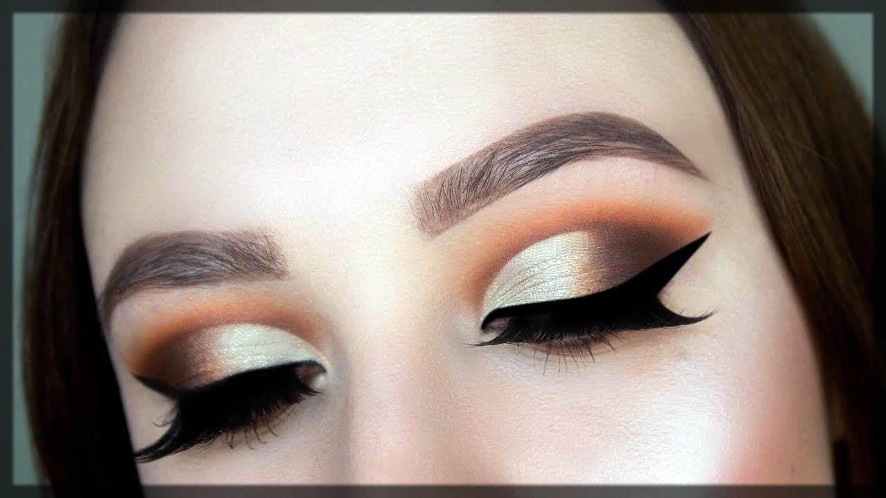 How To Do a Cut Crease Eye Makeup step by step