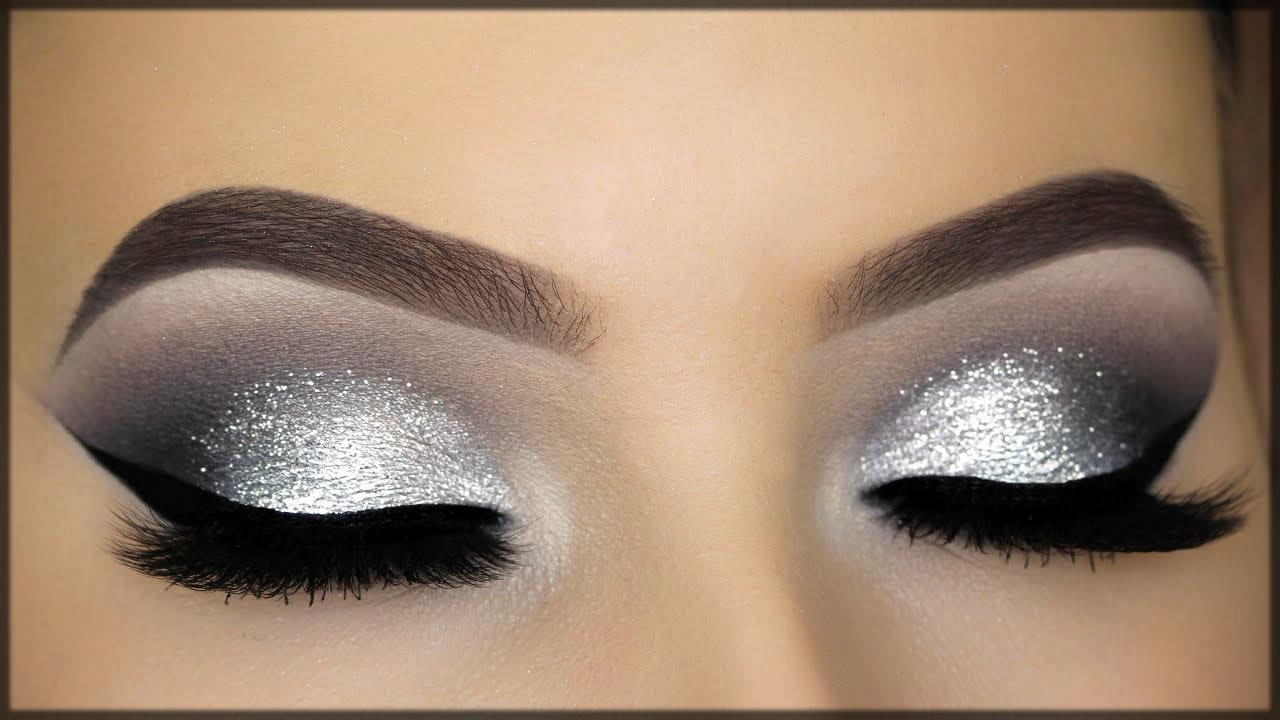 Mesmerizing silver eye make up