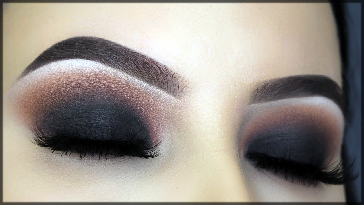 Mesmerzing black smokey make up