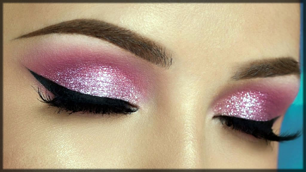 Pink smokey eye make up