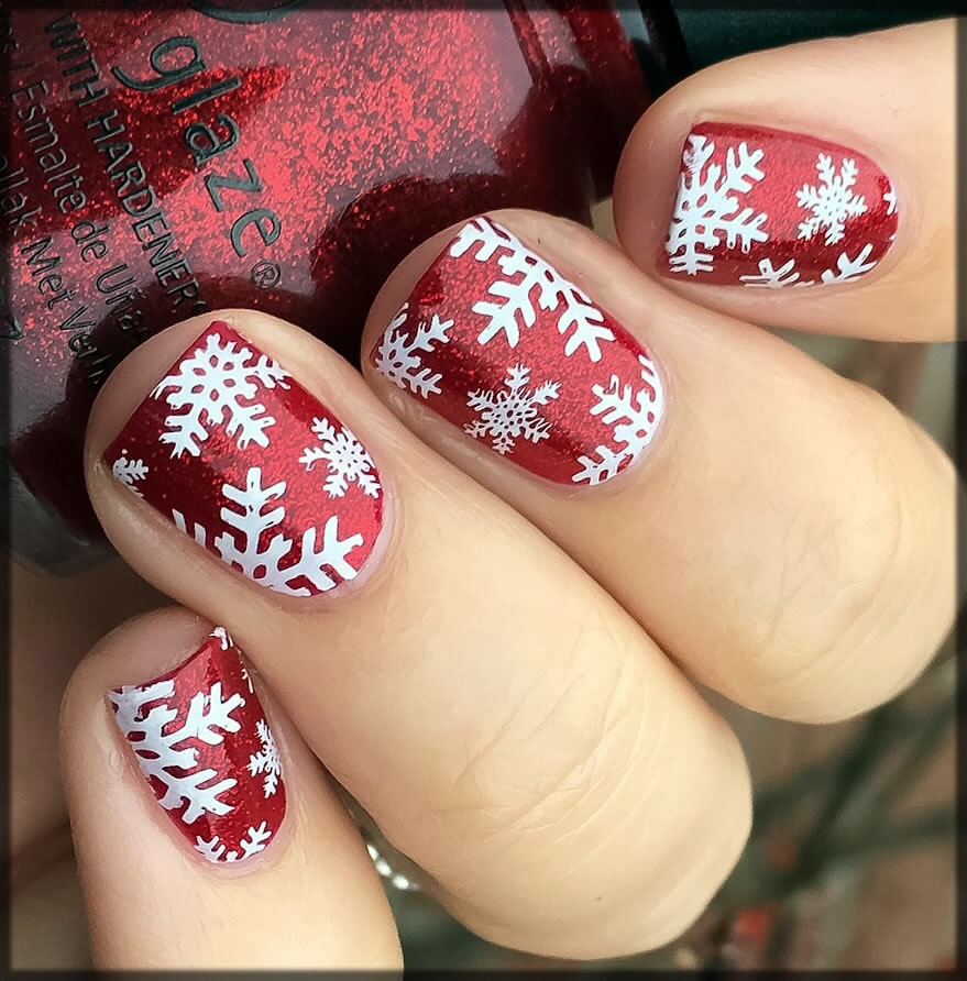 Snow flakes nail art in red