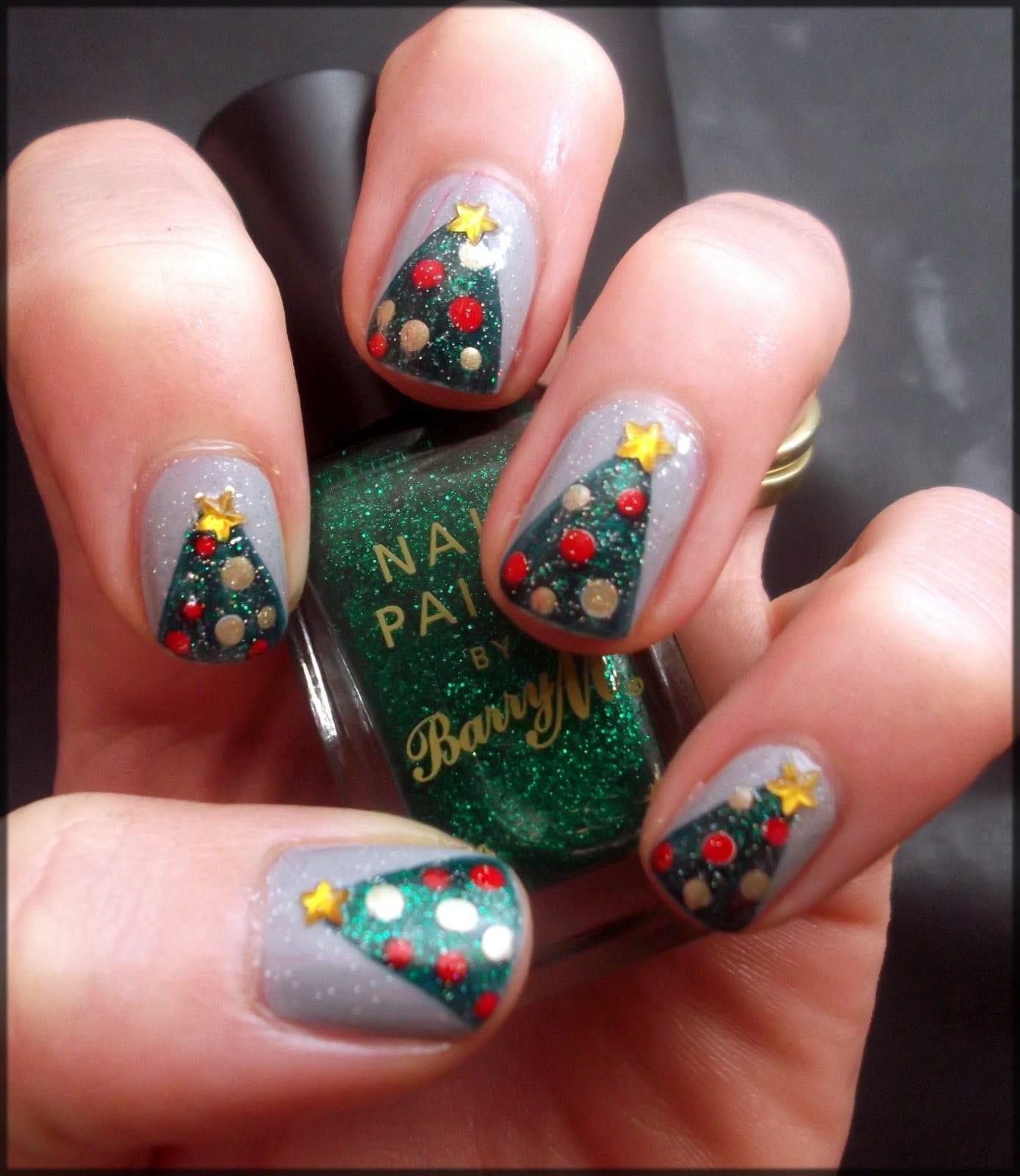 Stylish christmas tree nail art design