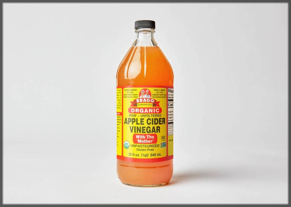 apple cider vinegar helps to remove skin tags