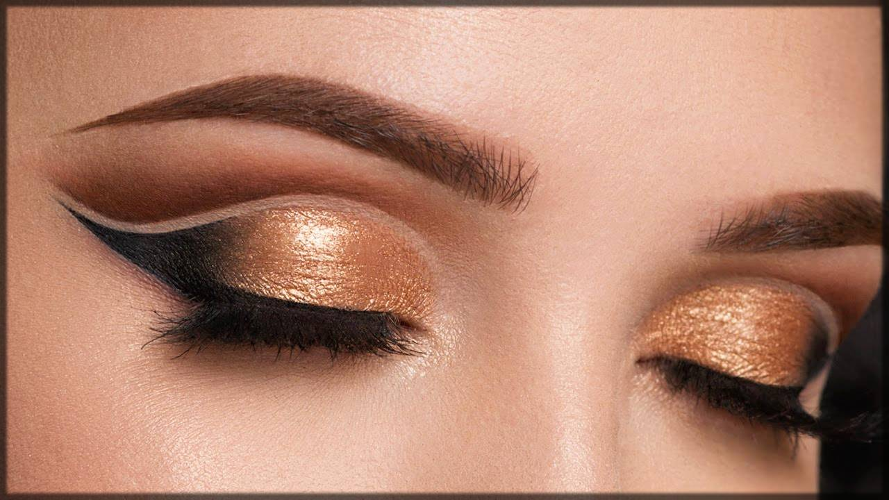 apply glittery shade over concealer for cut crease makeup