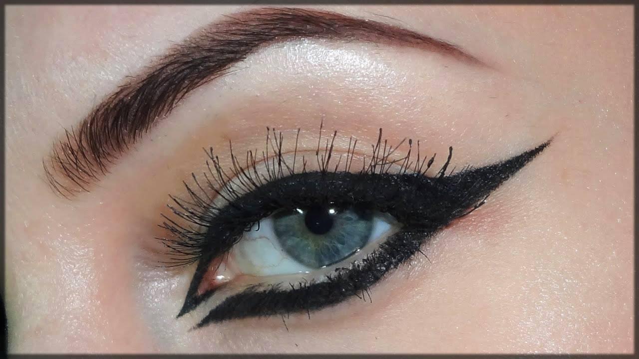 arabic eyeliner style all around the eye