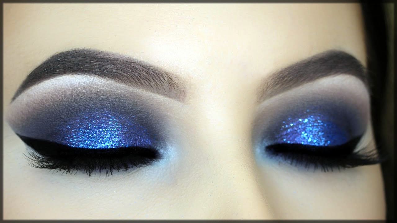 blue smokey eye make up