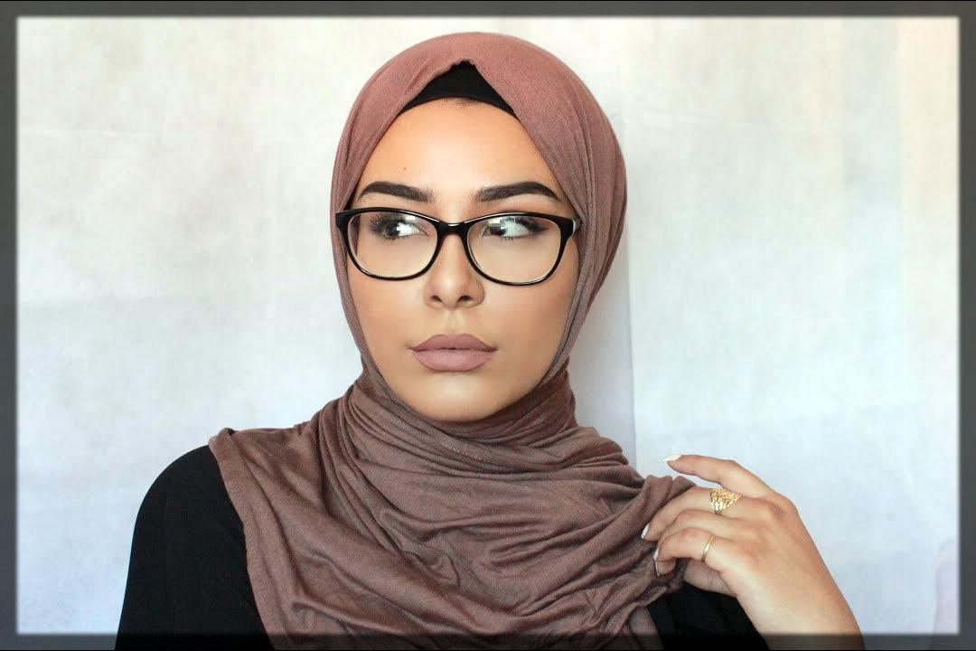 classy oval face shape hijab style