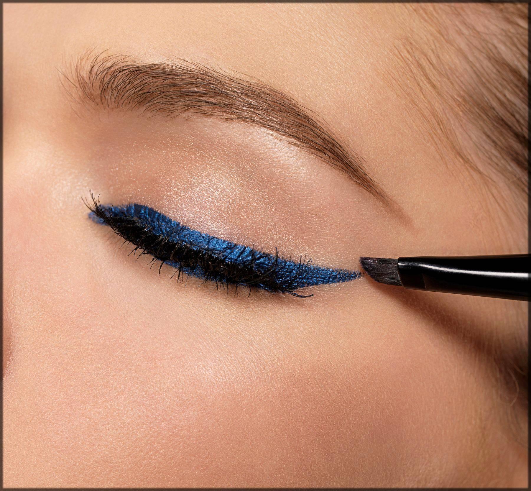 colored eyeliner for arabic eye makeup