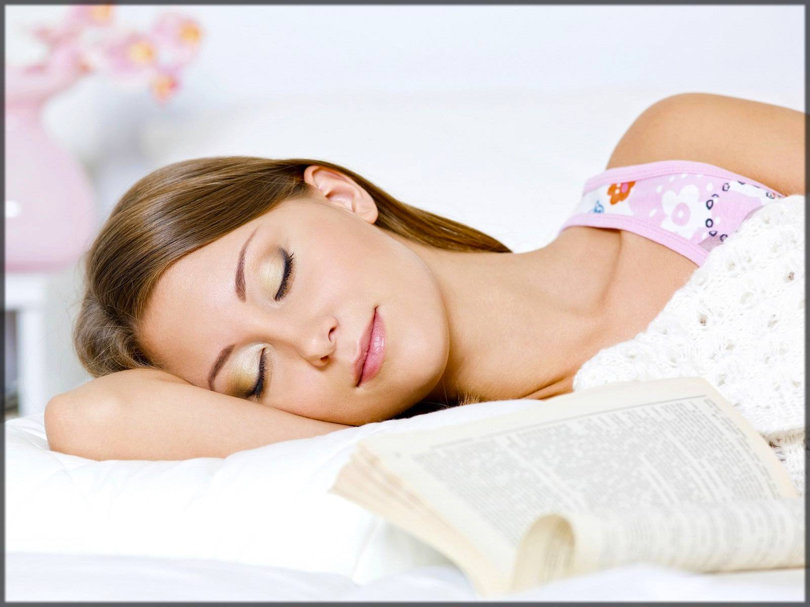 complete sleeping hours for whitening skin