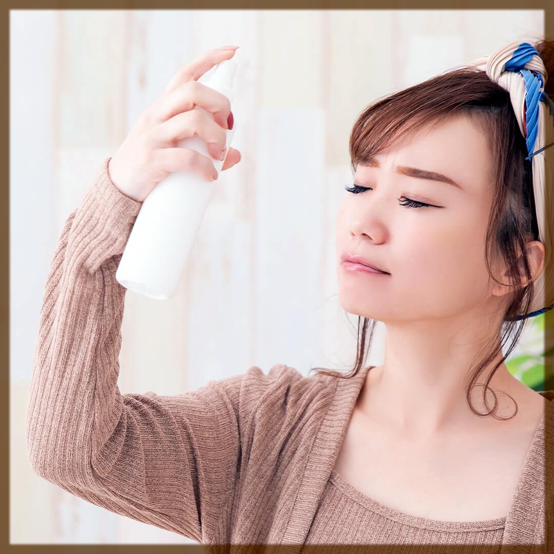 girl use setting spray