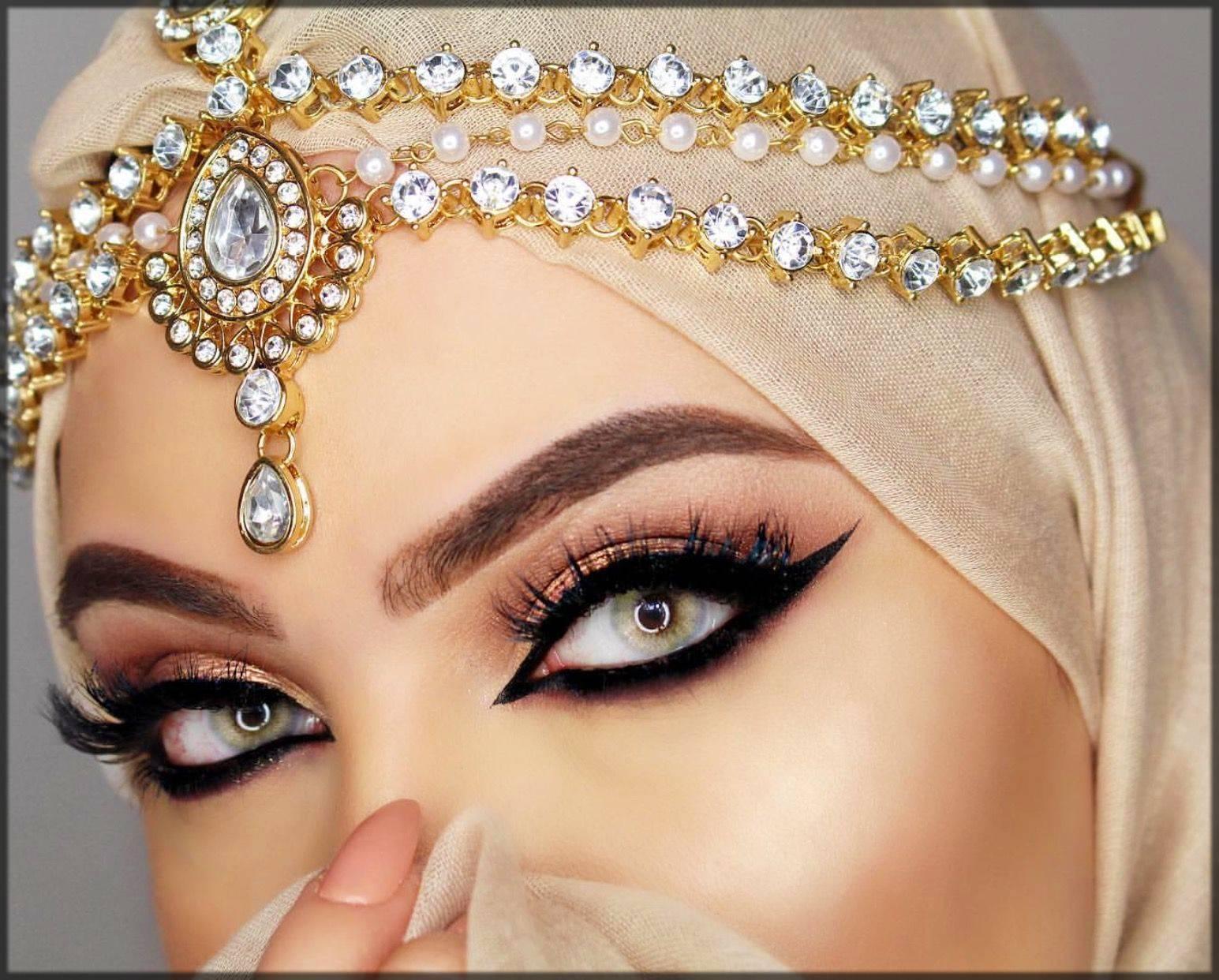 heavy arabic eyeliner