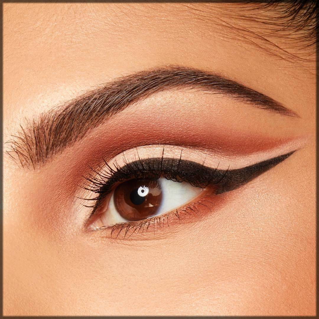 arabic style eyeliner with wing