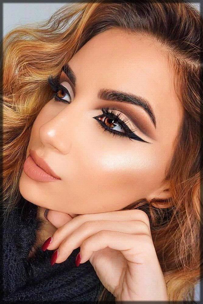 stunning cut crease eye makeup overall look
