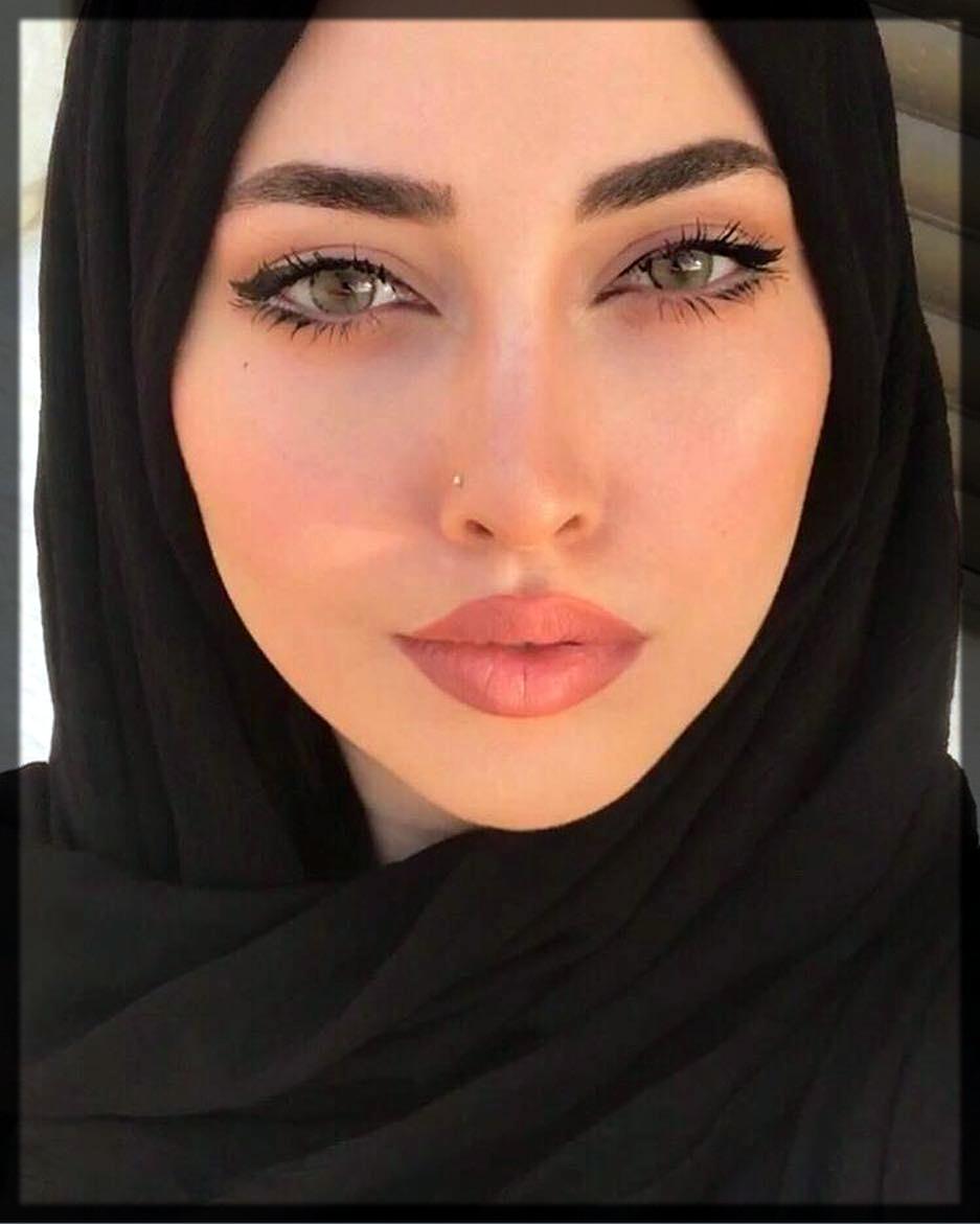 stunning makeup with hijab