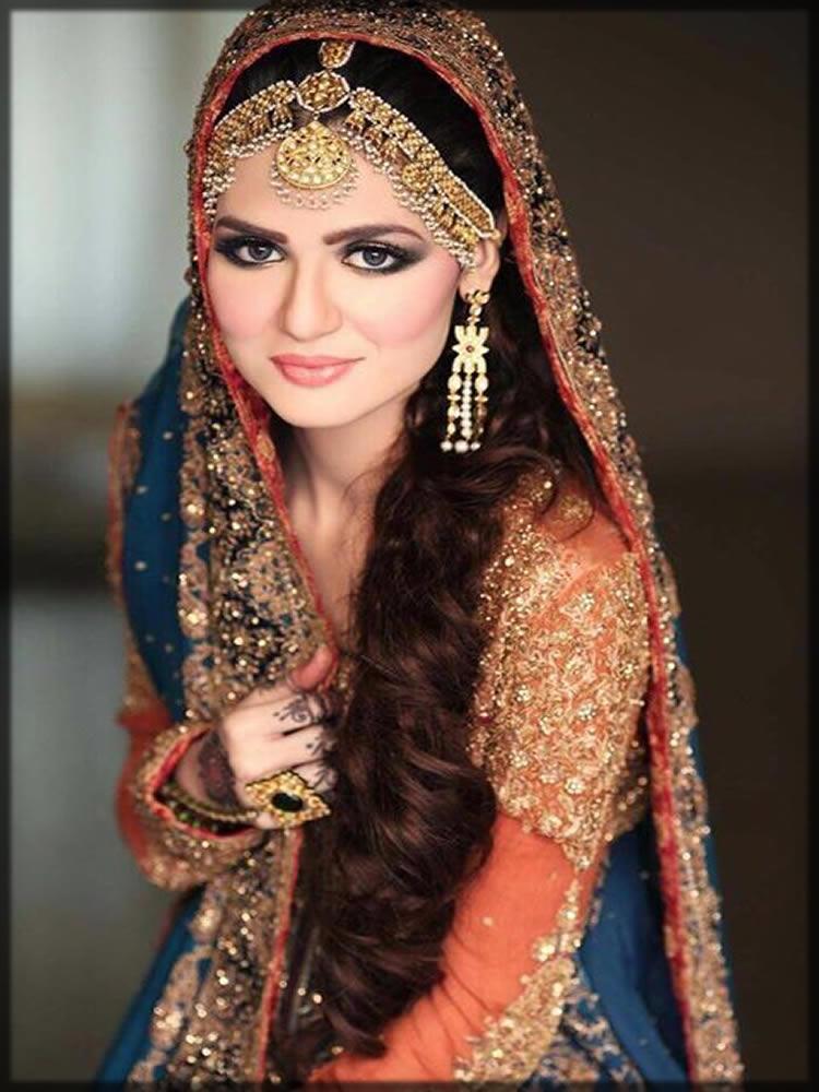 beautiful bride wearing matha patti