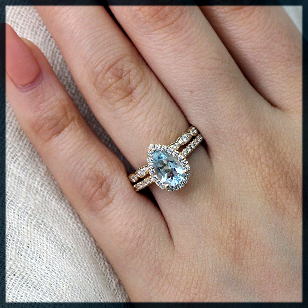 dazzling Pear Wedding Rings