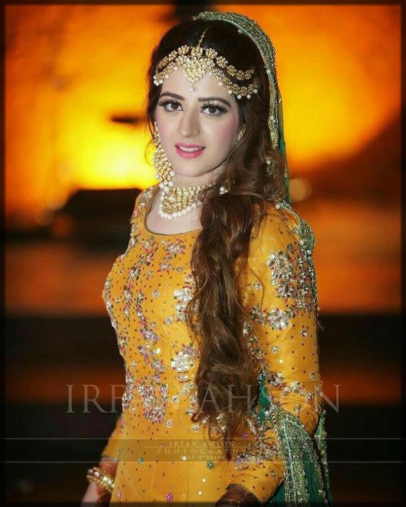 stylish golden matha patti