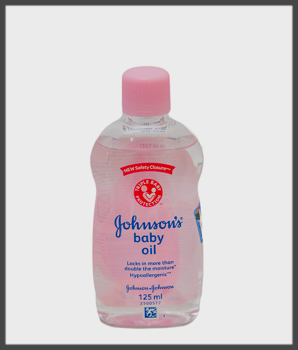 Baby Oil to Remove Mehndi at Home