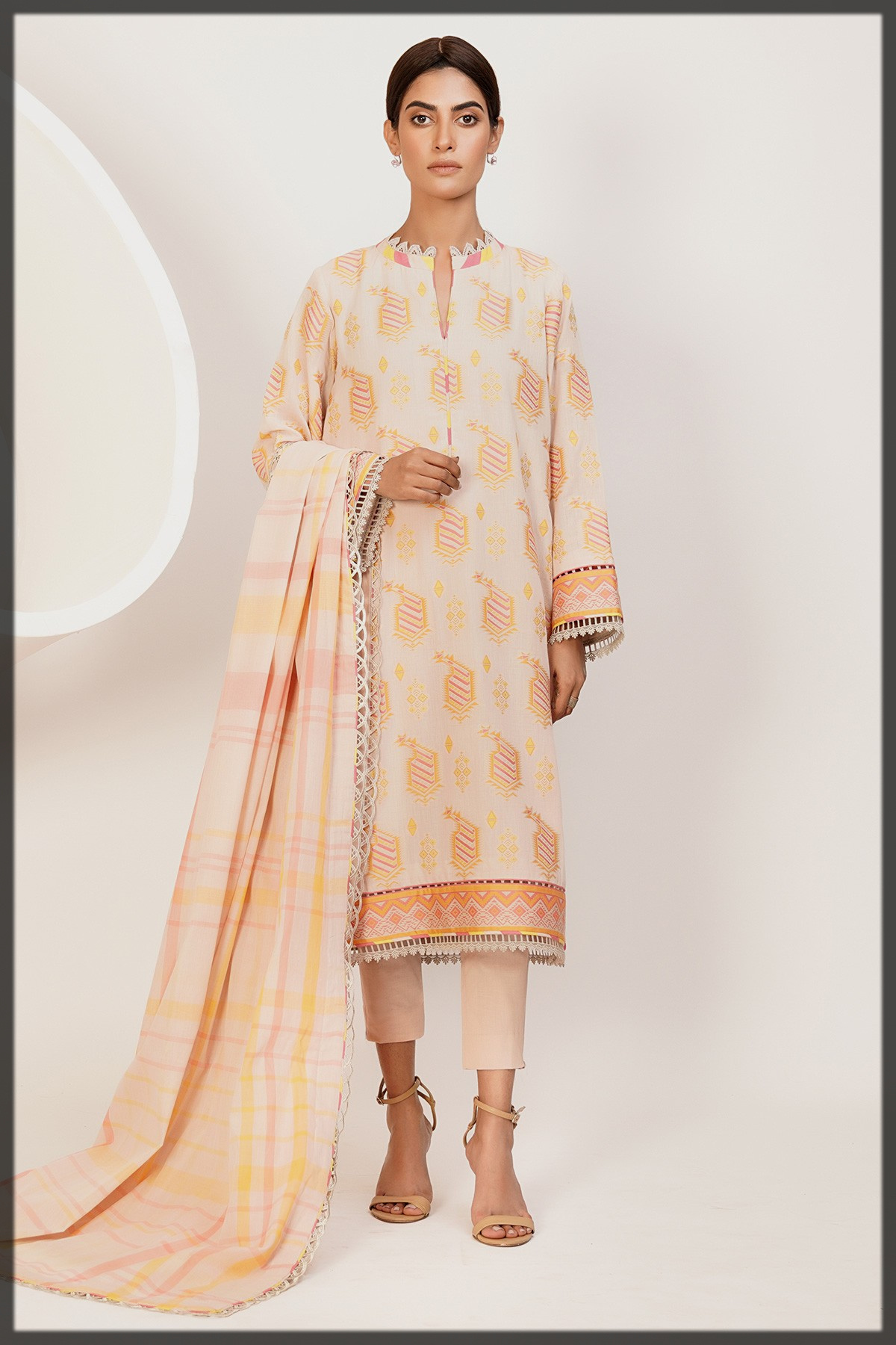 nude shaded Jacquard Suit With Yarn Dyed Dupatta