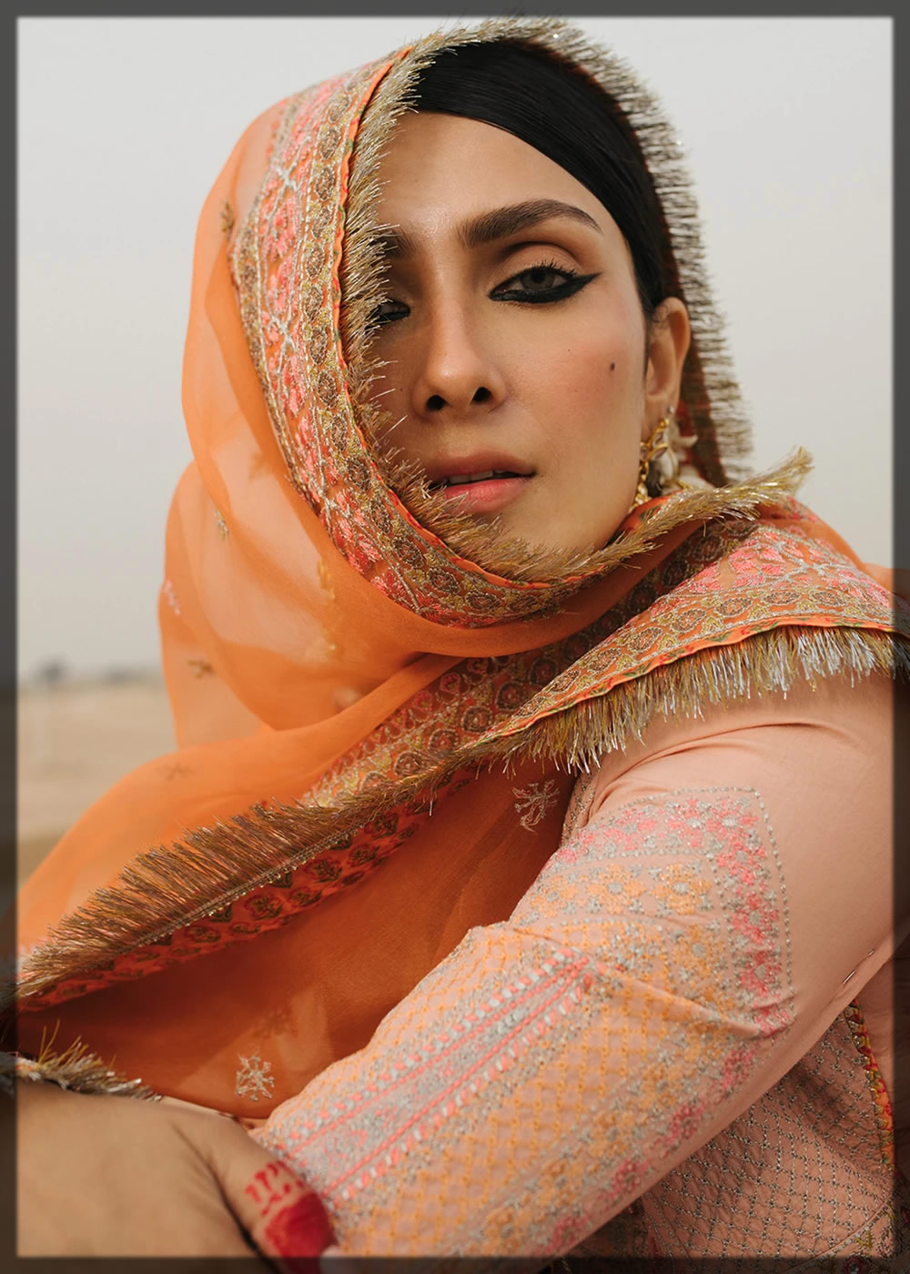 beautiful ayeza khan in peachy outfit