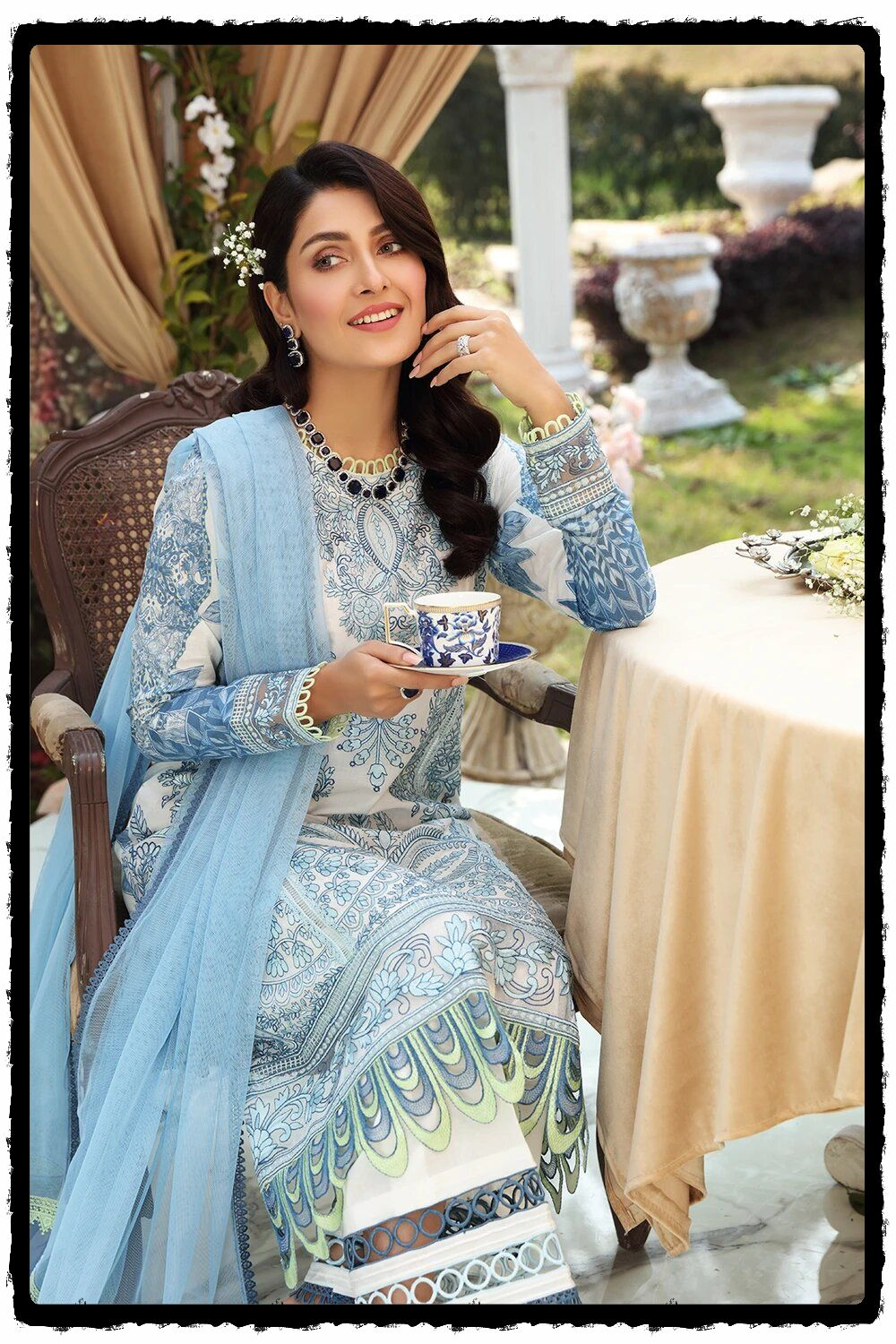 stunning ayeza khan in blue outfit