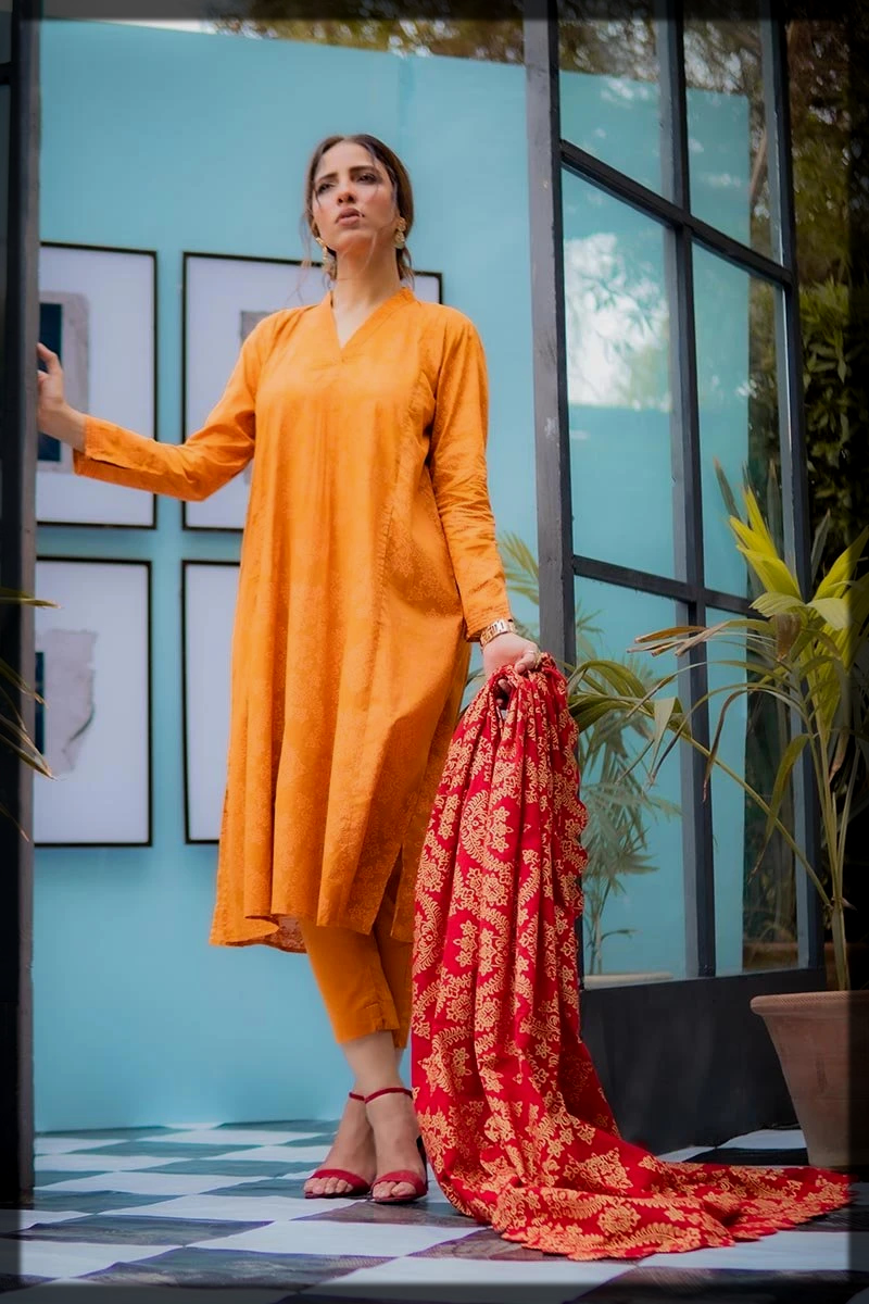Chic Rose Gold Kurta and Pants With Printed Red Dupatta