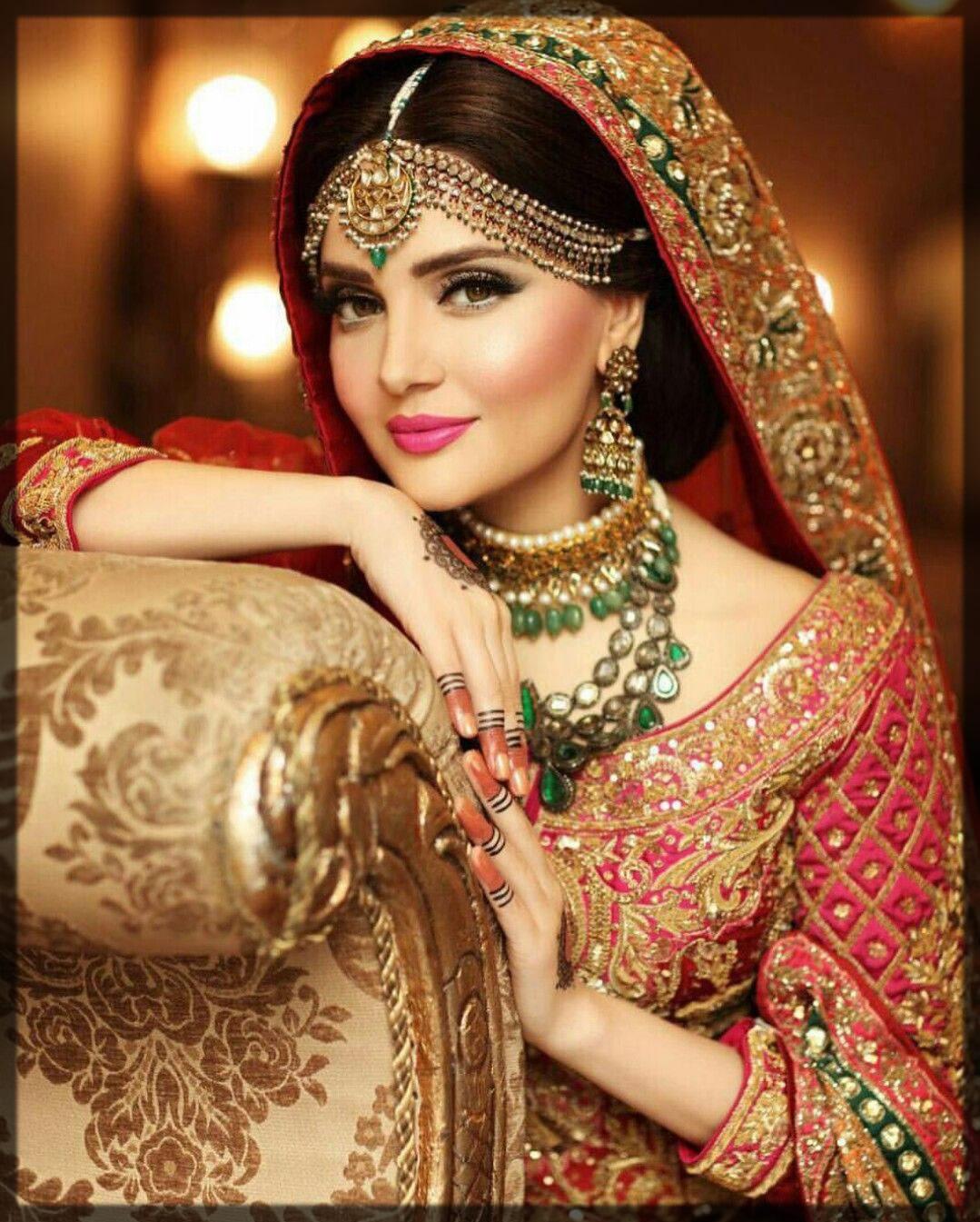 gorgeous armeena khan in head jewelry