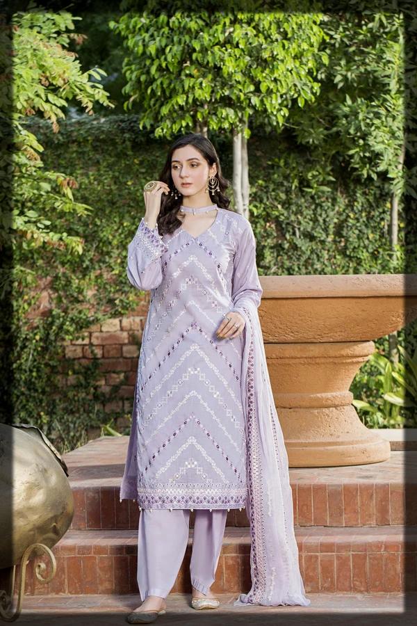 luxury lawn suit for women by taana baana